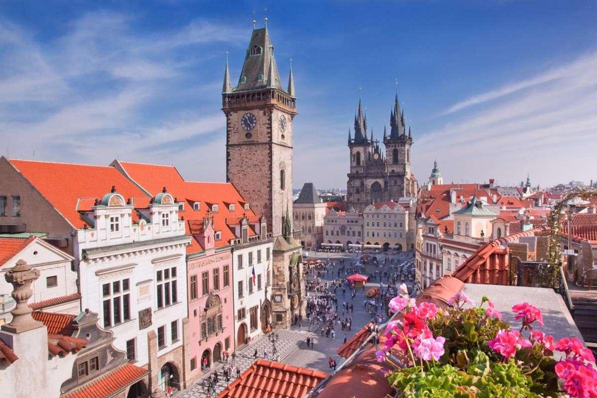 Центральная улица Праги днем