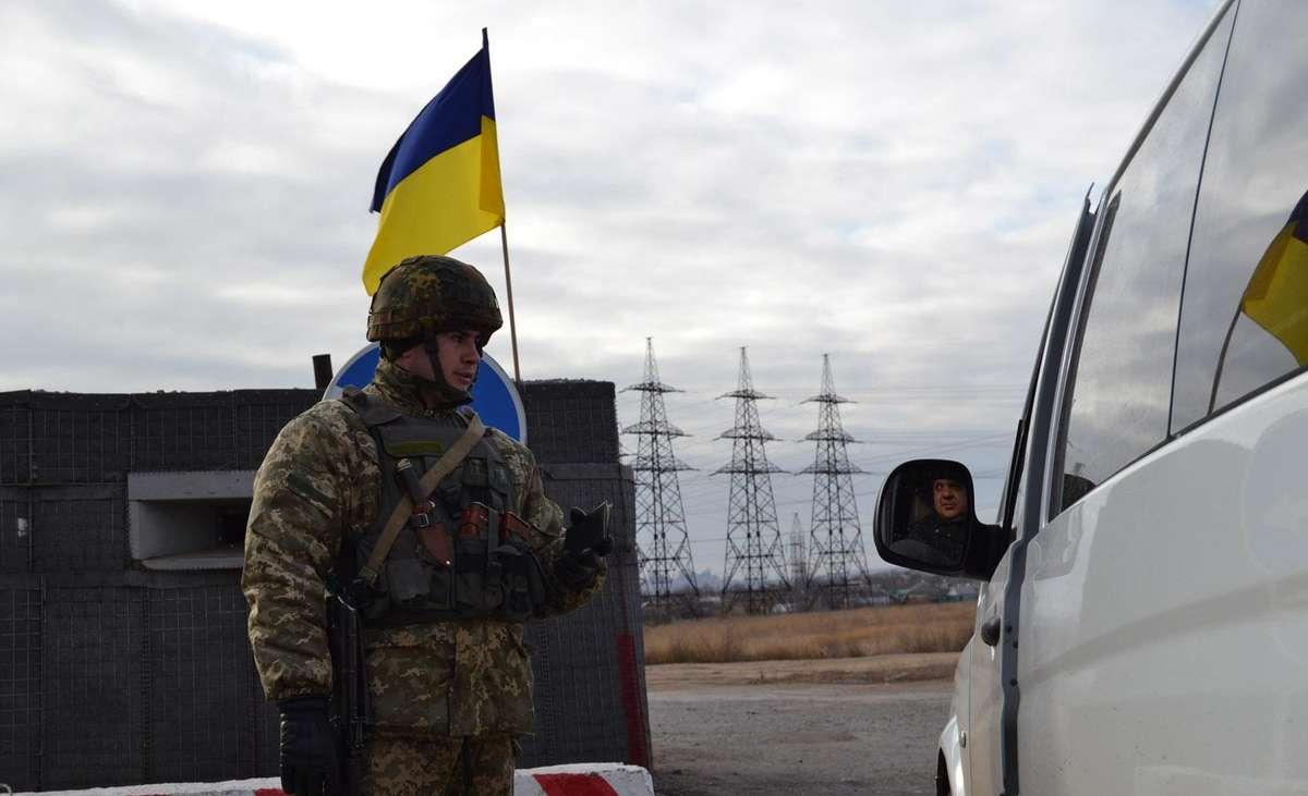 Проверка на границе зоны АТО в Украине