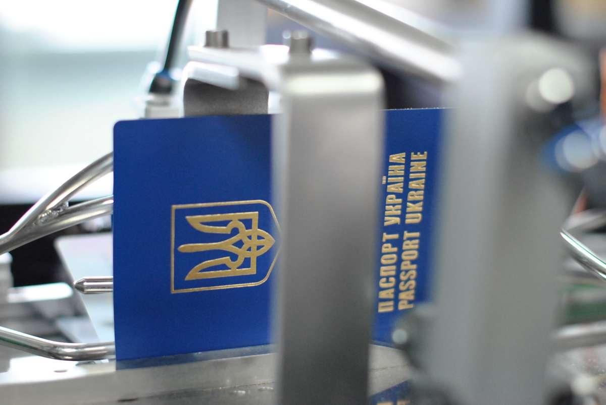Процесс изготовления заграничного паспорта Украины