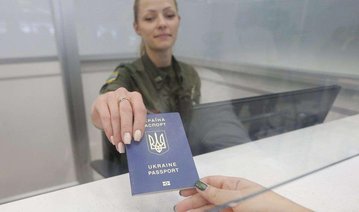 Выдача готового украинского загранпаспорта