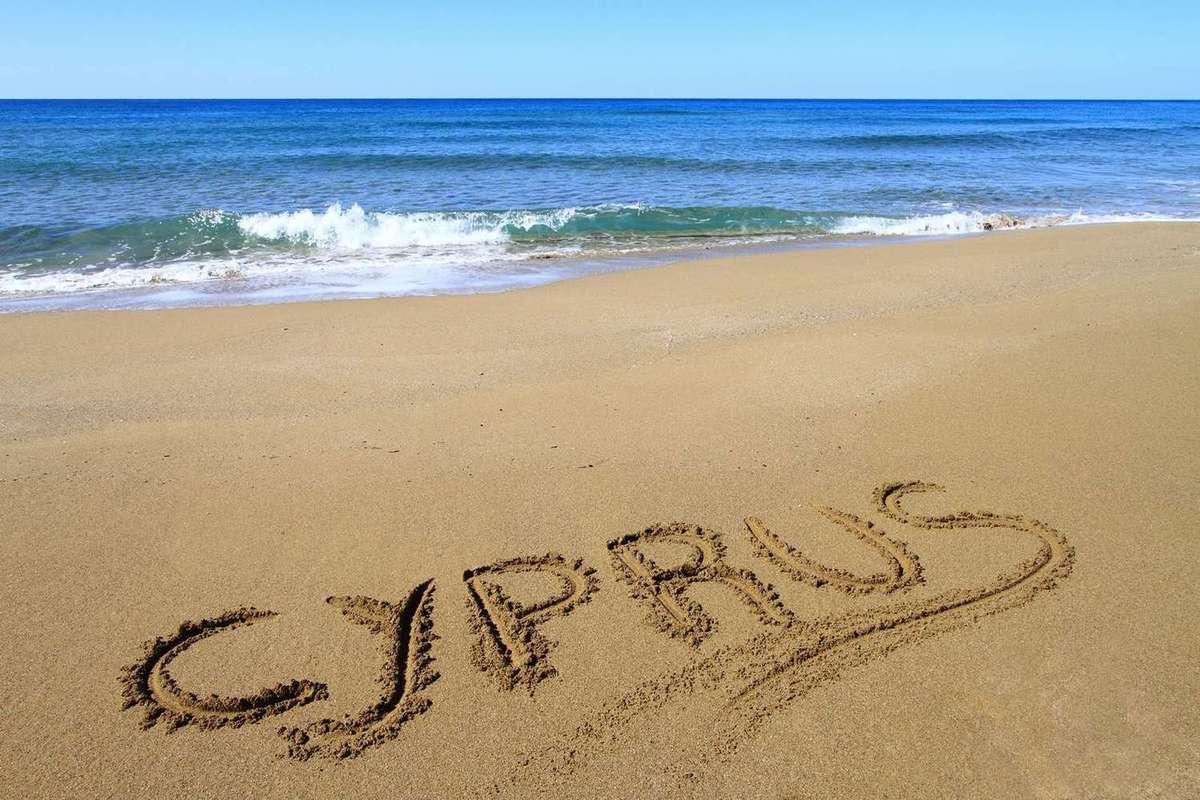Песчаный пляж на Пафосе