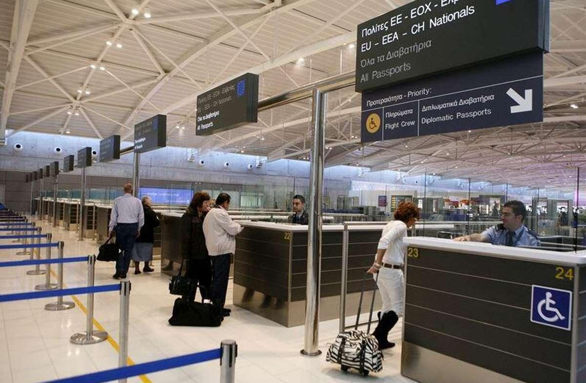 Паспортный контроль в аэропорте Ларнаки