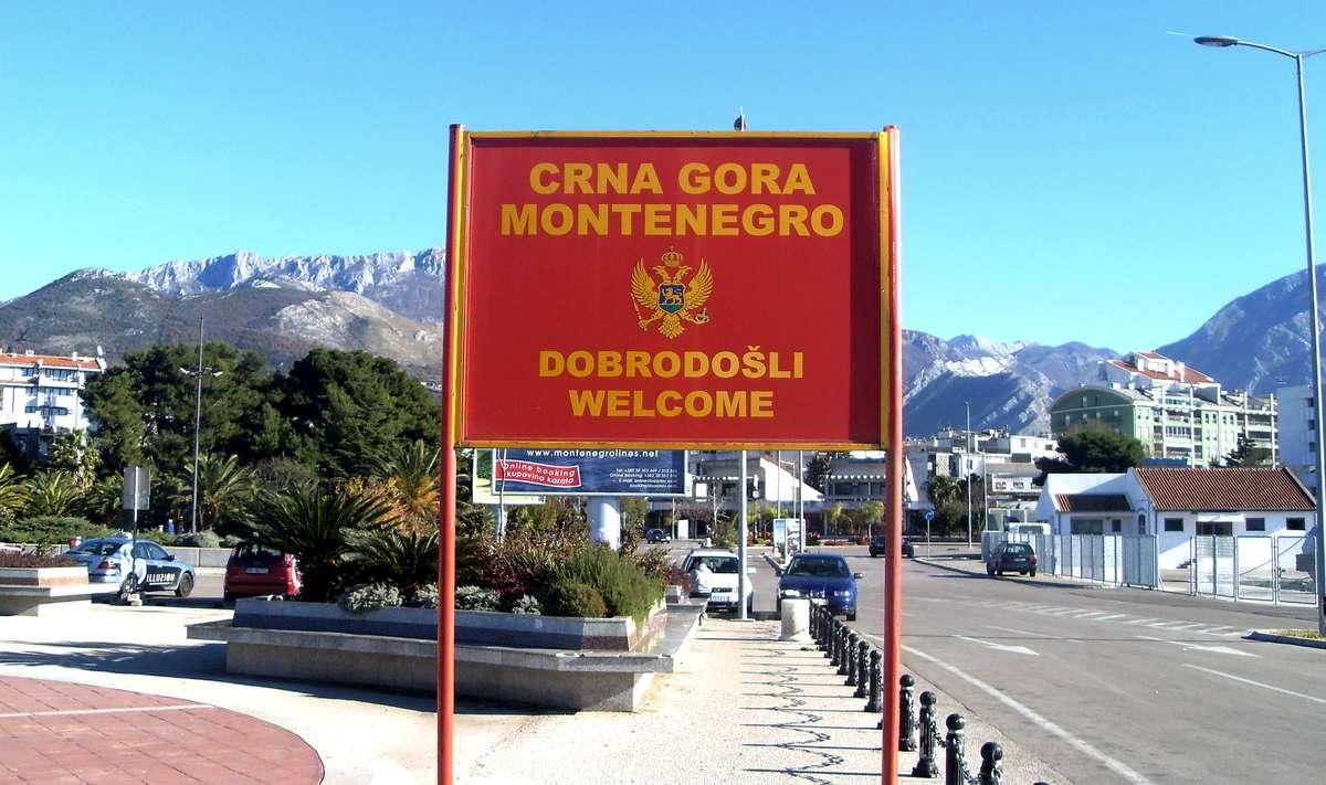 Дорожный знак на въезде в Черногорию