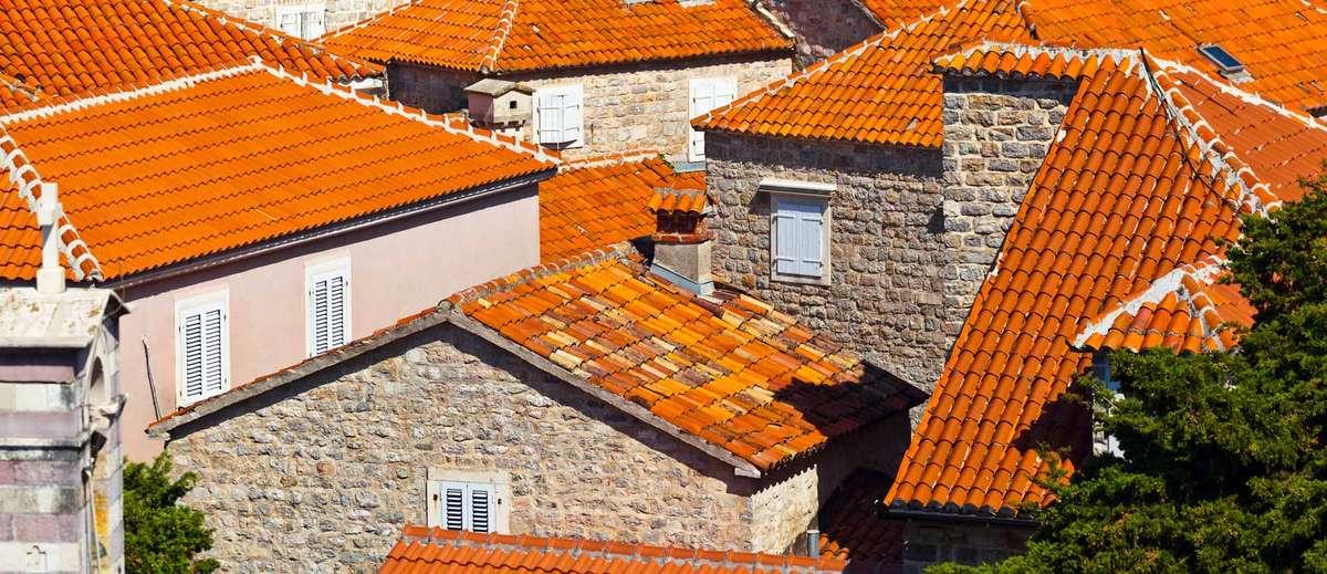 Крыши домов в Черногории