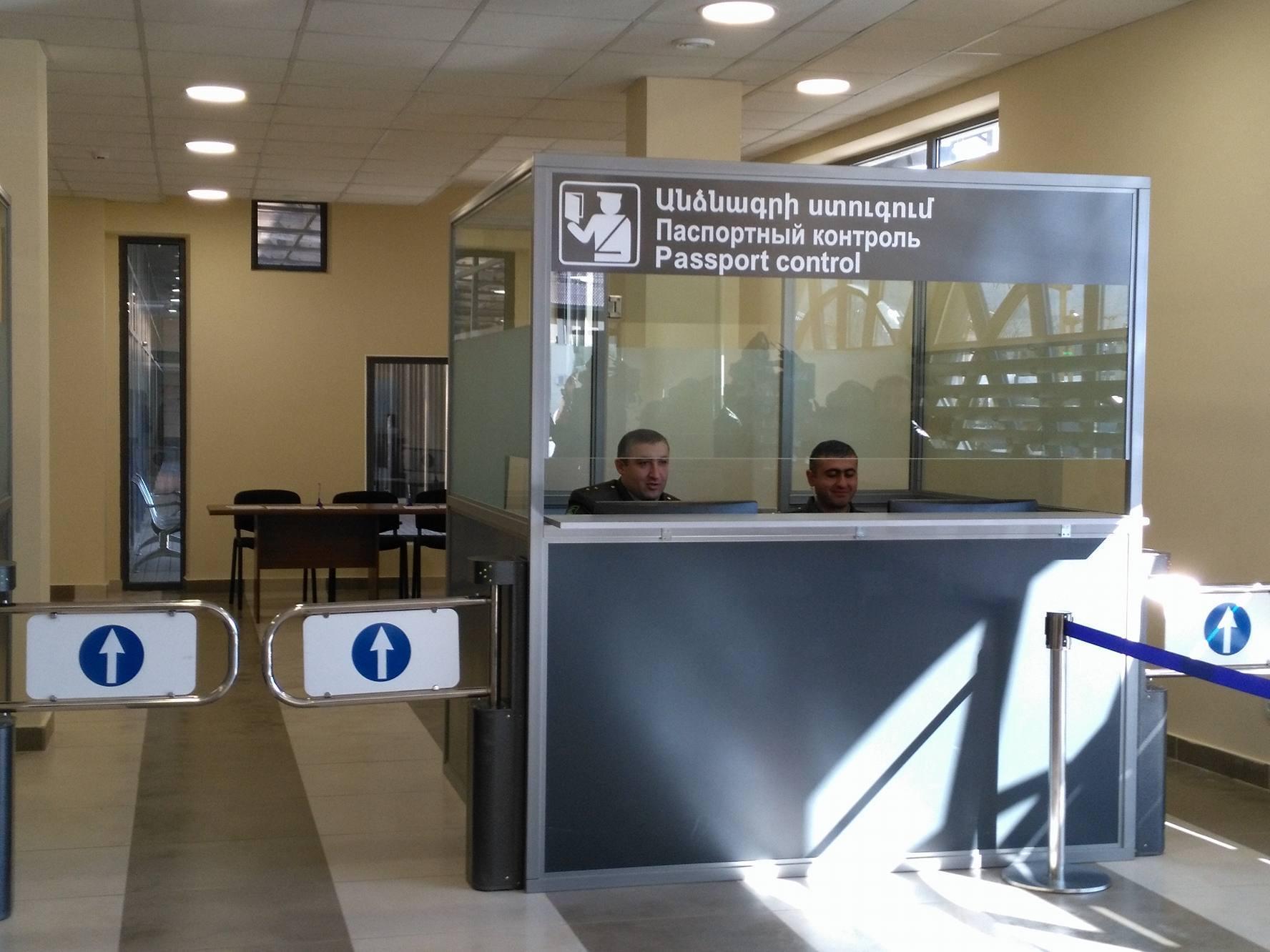 Паспортный контроль в аэропорту Тбилиси