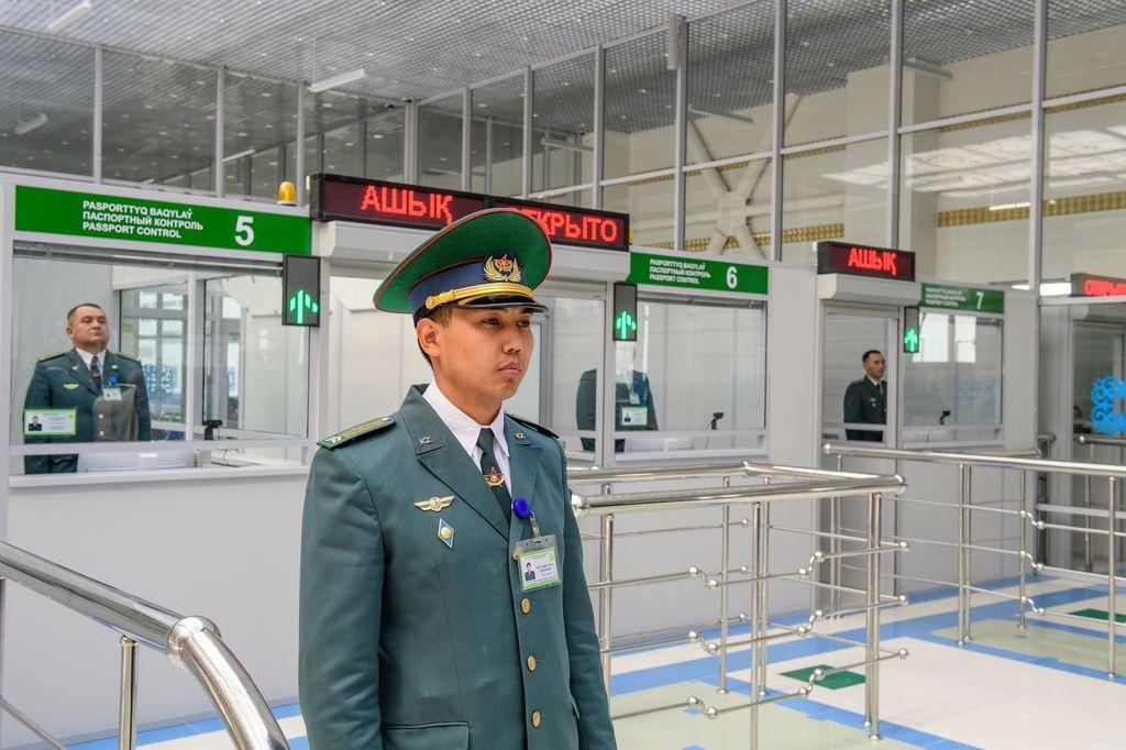 Паспортный контроль в Казахстане