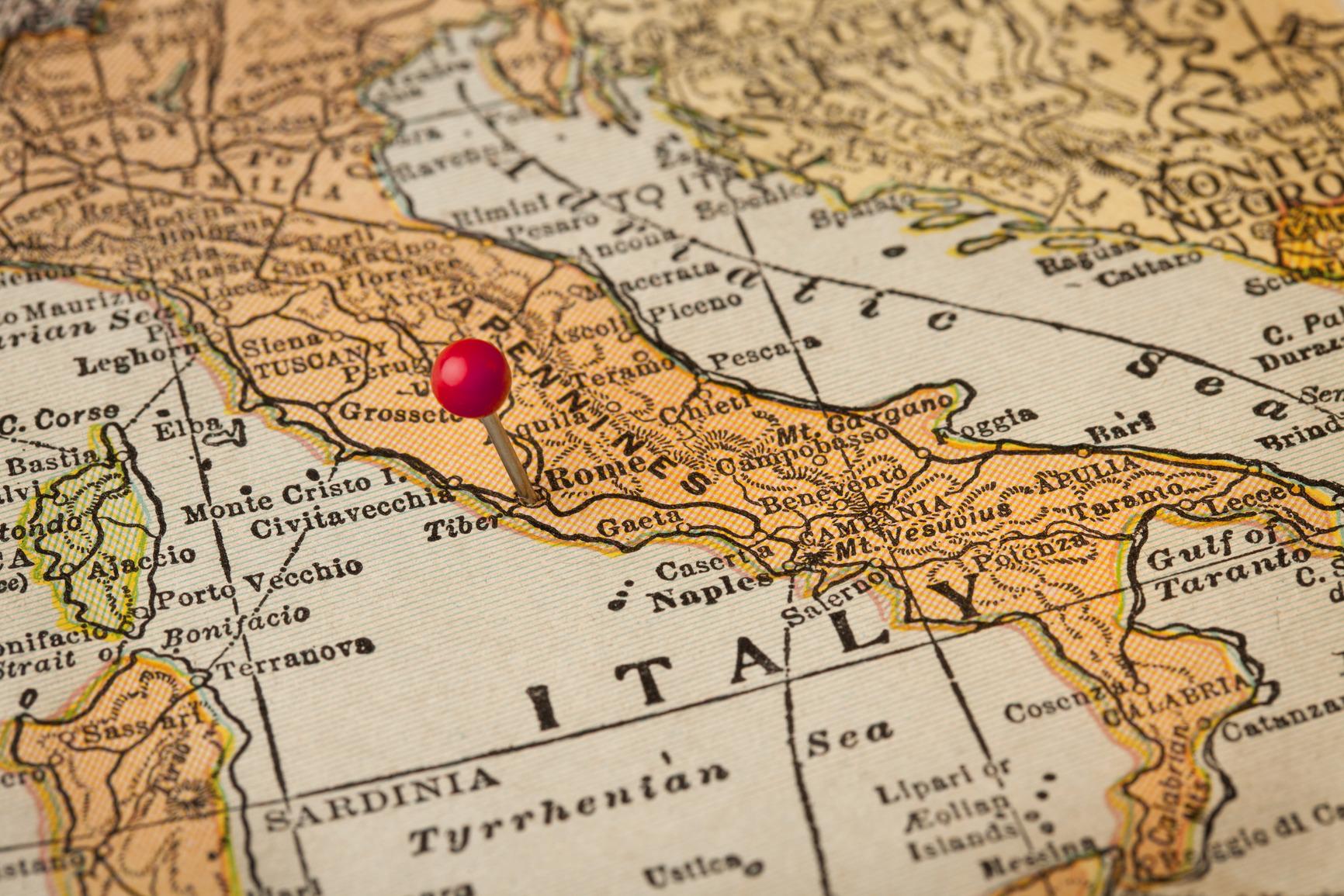 Булавка-отметка на карте Италии