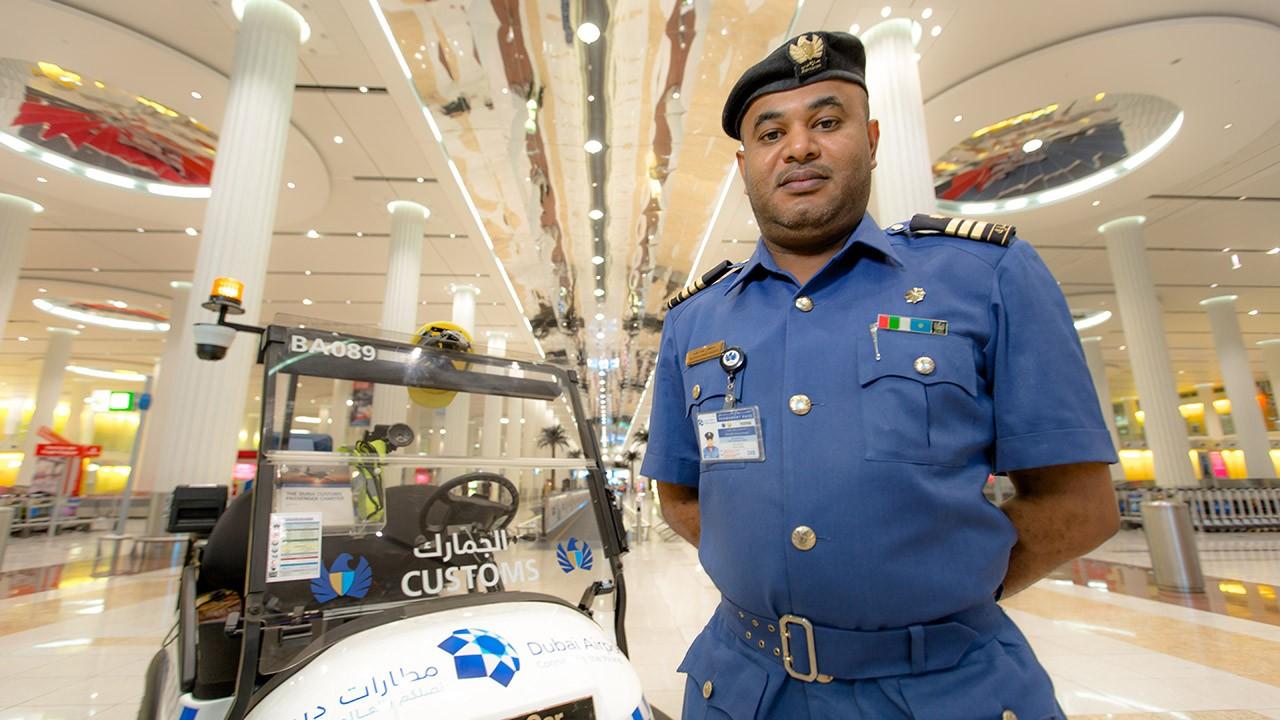 Пограничник в аэропорту Дубая