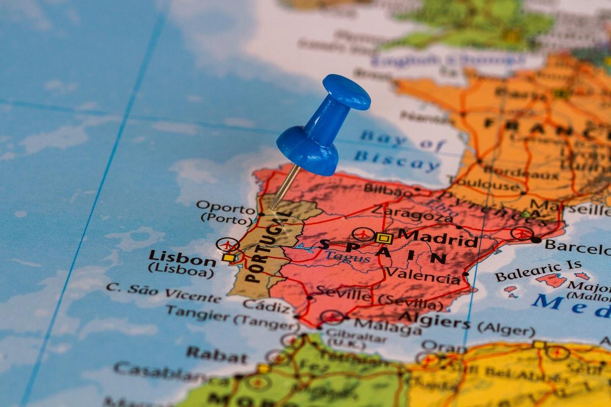 Португалия с отметкой на карте Европы