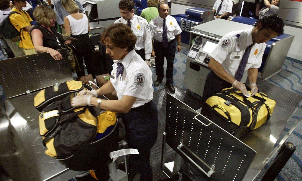 Проверка багажа в аэропорту Касабланки