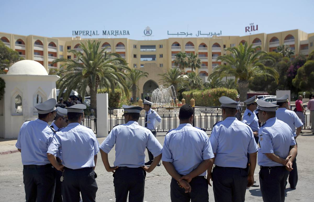 Полицейские в Тунисе