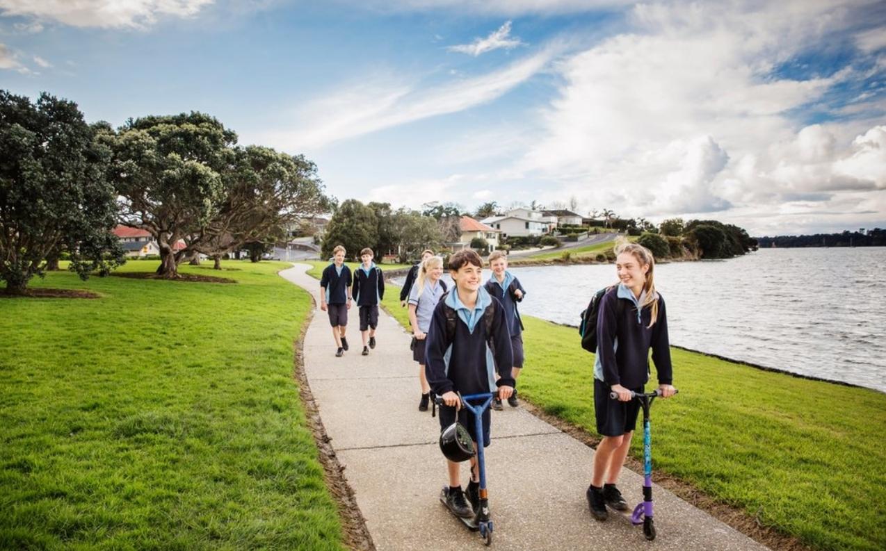 Новозеландские школьники едут на учебу