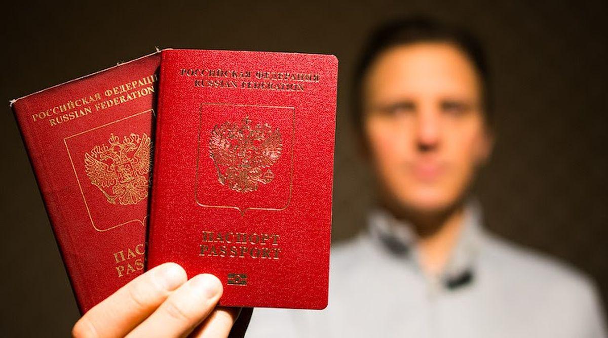 Гражданин РФ с двумя загранпаспортами