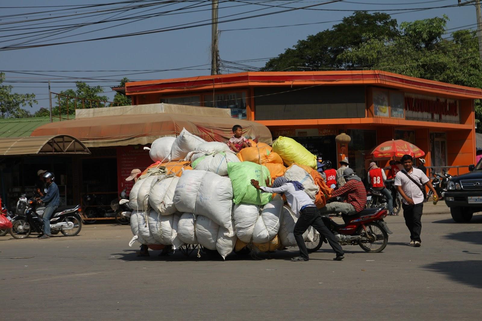 Переход через камбоджийскую границу с баулами