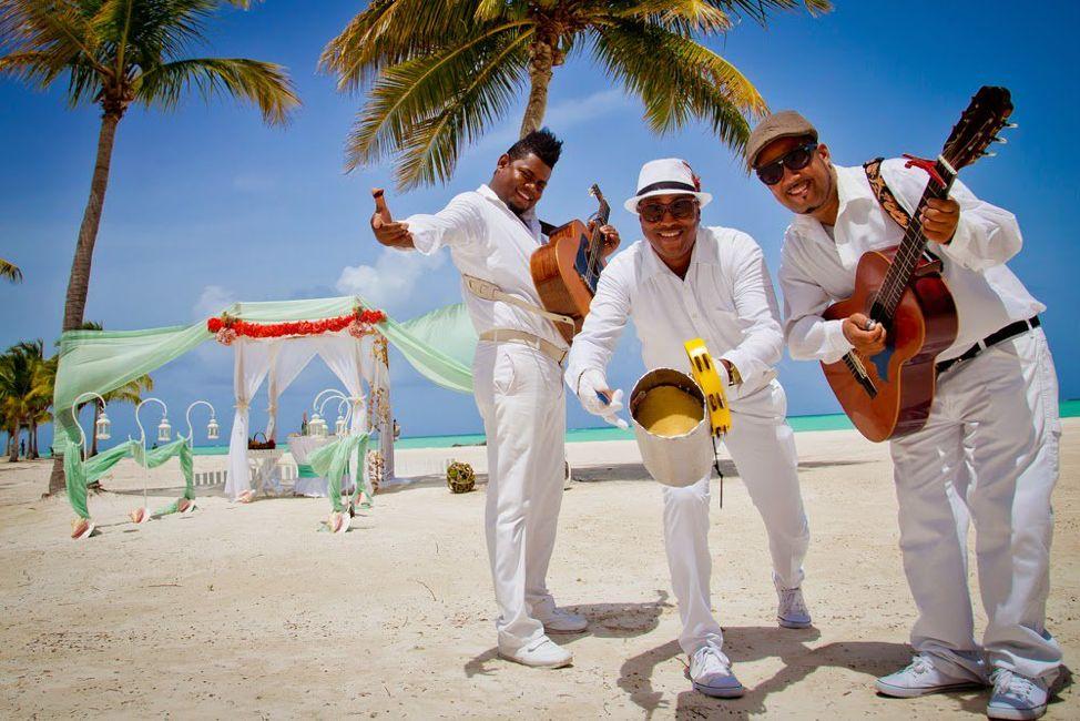 Уличные музыканты на пляже Кубы