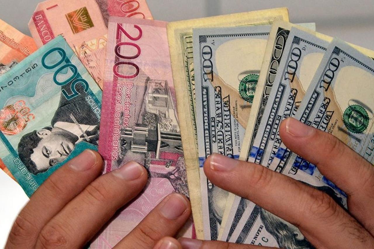 Доминиканские песо и доллары