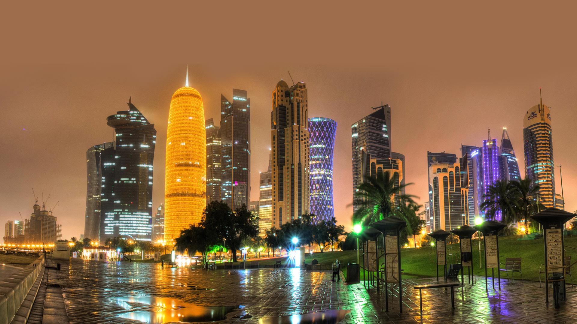 Ночные небоскребы в Катаре