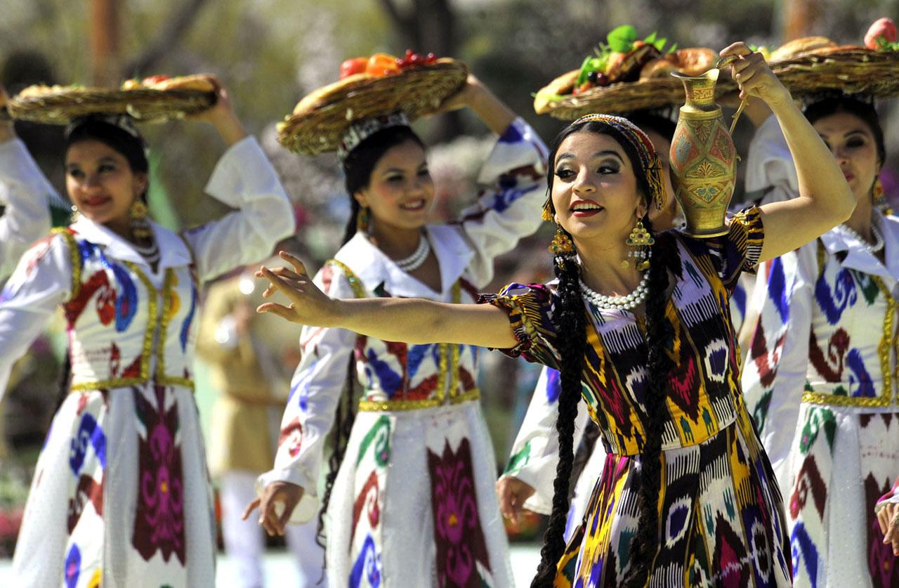Узбекские девушки на празднике