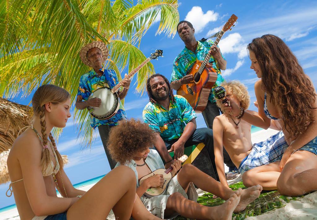 Ямайские музыканты на пляже